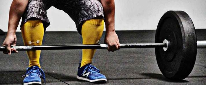 جورابهای ساق دار برای ورزش وزنه برداری میتواند مانند یک محافظ از ساق پا حمایت کنند.