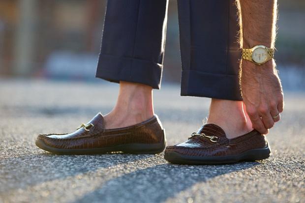 برای کفشهای کالج و لوفر از جورابهای بدون دید استفاده کنید.