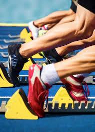جورابهای مخصوص دومیدانی نازک هستند و به خوبی رطوبت را از پا دفع میکنند.