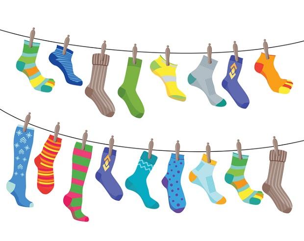 جورابها هم چنین میتوانند پاهایتان را خشک نگه دارند و از آلودگی، قارچ و عفونت خصوصا در پای ورزشکاران جلوگیری میکنند. پس با جوراب میتوانید از پاهایتان در برابر درد و بیماری در داخل کفش محافظت کنید.