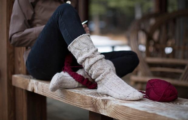 استفاده از این جورابها به همراه ساق پای لیمویی و سیا رنگ، کفش کتانی و تی شرتهای سایز بزرگ معرفی کننده مد غالب در آن زمان بود.