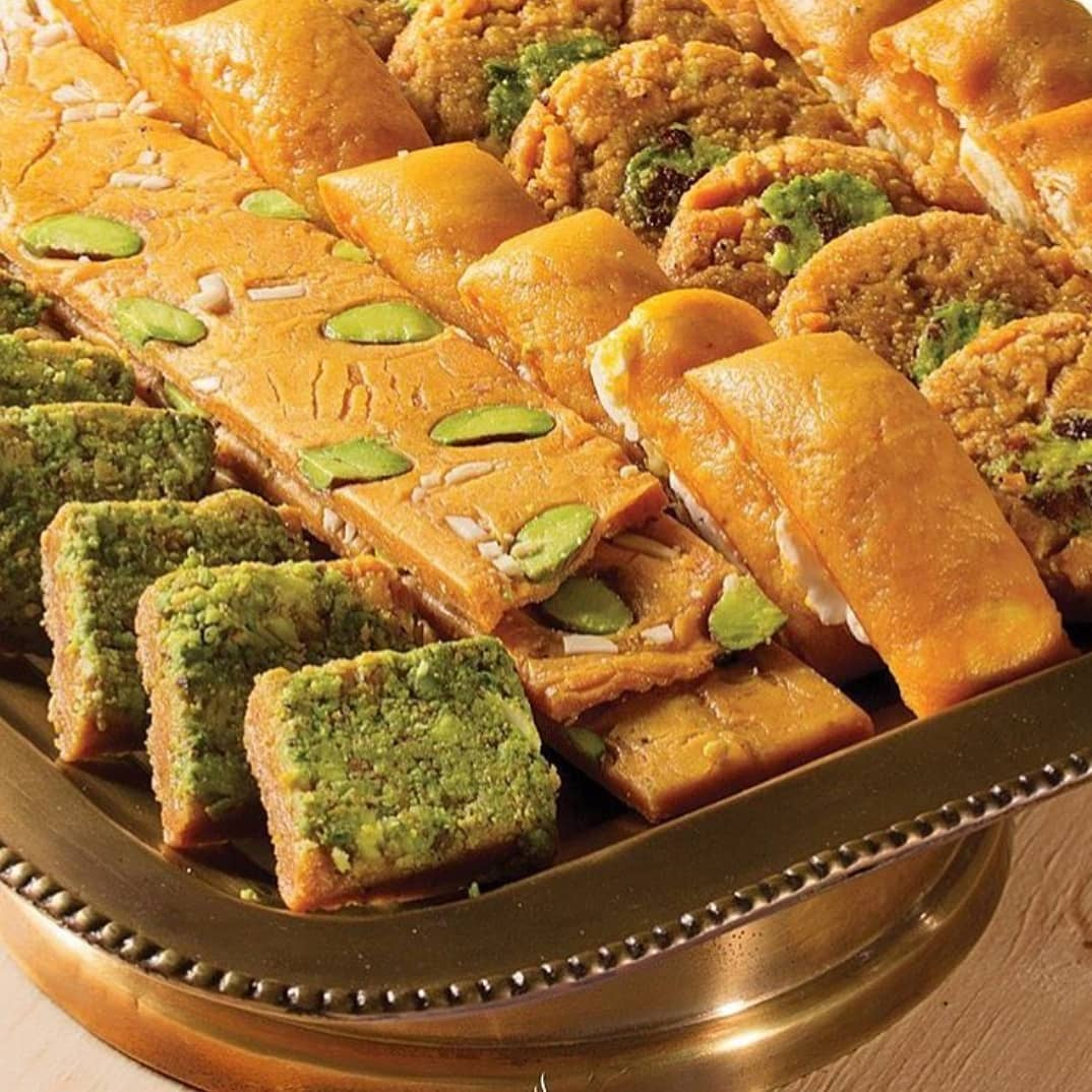 علاوه بر سوهان آجیلی میتوان از سوهان باقلوایی و پشمکی نیز به عنوان نوع دیگری از این شیرینی نام برد. سوهان باقلوایی به شکل باقلوا تولید میشود. علت نام گذاری آن به این اسم هم شباهت ظاهری این نوع شیرینی به شیرینی باقلوا میباشد.
