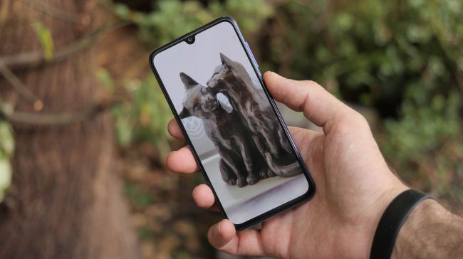 نمایشگر زیبا و پرنور Xiaomi Mi 9 SE