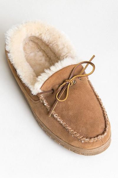 اسلیپر موکاسین نوعی از اسلیپرهای پشت بسته هستند که شبیه کفشهای موکاسین طراحی شده اند.