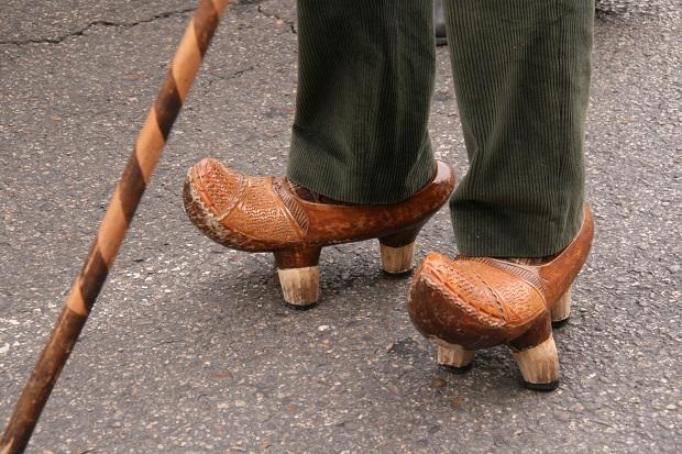 آلبارکا albarca نوعی پتن (پوشش کفش) است که کل پا را میپوشاند.