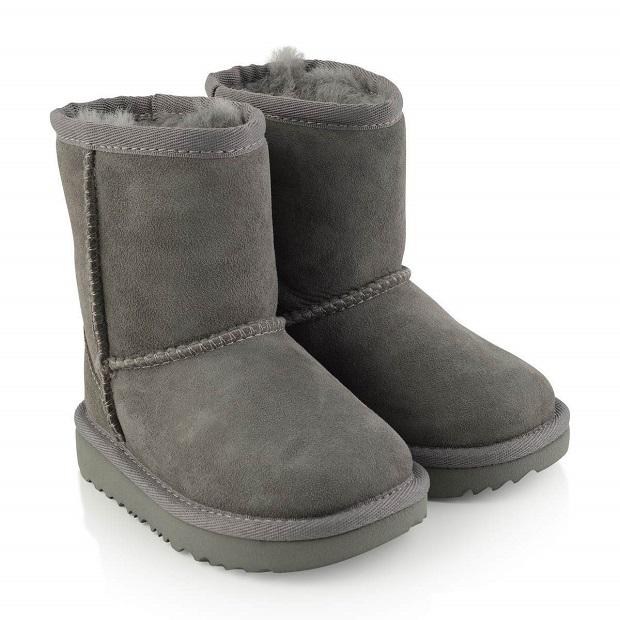چکمههای پوست گوسفندی یا sheepskin boots که اسلیپرهای چکمهای از روی آنها طراحی شدند.