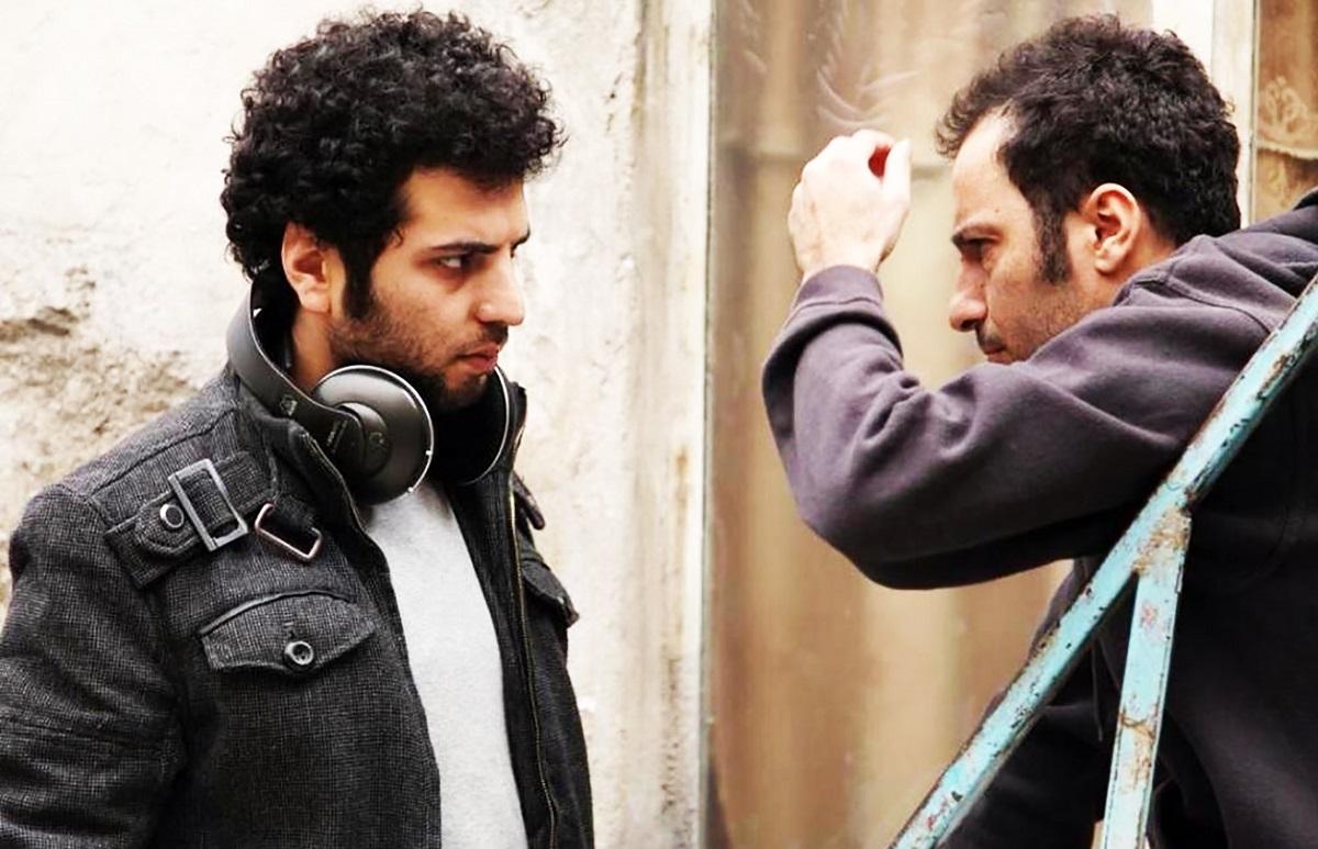 نوید محمدزاده در کنار سعید روستایی در پشت صحنه فیلم ابد و یک روز