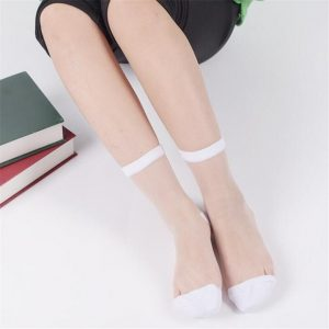 جورابهای مجلسی در انواع سایزها و رنگها وجود دارند، بهتر است در هنگام خرید رنگ مناسب با رنگ پوست و لباستان را انتخاب کنید.