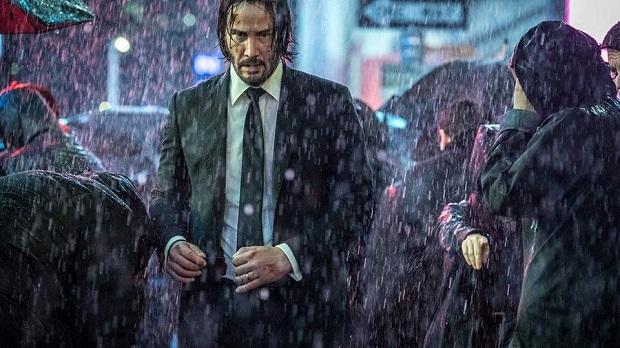 اگر جان ویک یک و دو افراطهای جان در دفعات شلیک از فاصله نزدیک سَر سرآمد بود، جان ویک ۳ آب پاکی را بر آن دو فیلم میریزد و نوع از سادیسم عجیب را به نمایش میگذارد.