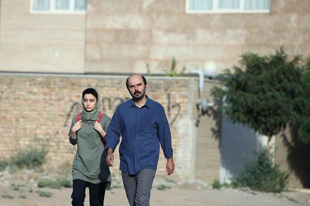 شیوهی برخورد والدین گلسا با بازی علی مصفا و شبنم مقدمی با گلسا برخورد مناسبی نیست و در بسیاری از صحنهها شکل تهدید، تحقیر و ارعاب را به خود میگیرد.