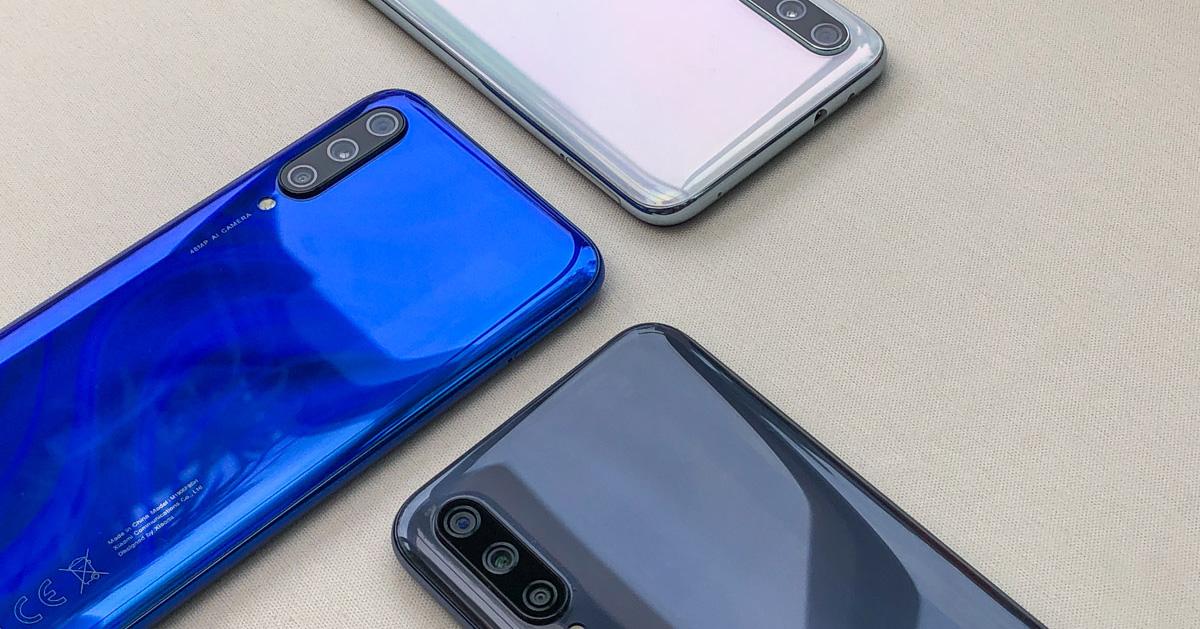 در بحث طراحی، Xiaomi Mi A3 در نگاه اول کمی چاق است (۱۷۳٫۸ گرم وزن و ۸٫۵ میلی متر ضخامت)، ولی طراحی خمیدهی قاب پشتی آن باعث میشود تا اسمارت فون خوش دستی باشد.