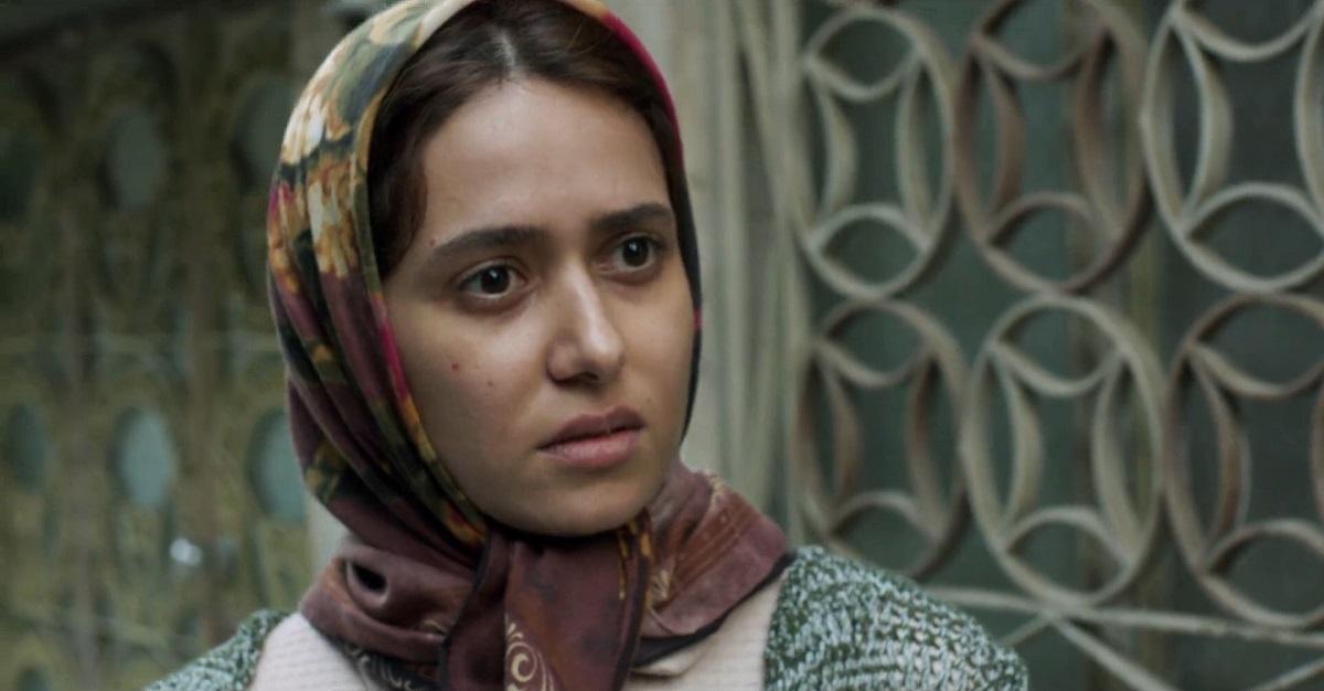 در سکانس پایانی که سمیه از رفتن با افغانیها سر باز میزند و به خانه بر میگردد، چیزی که به جا میماند تأثیرات به جا مانده از ماجرای تحمیلی و بی شرمانهی ازدواج سمیه بر خانواده است که از طرف مرتضی شارژ شده است.