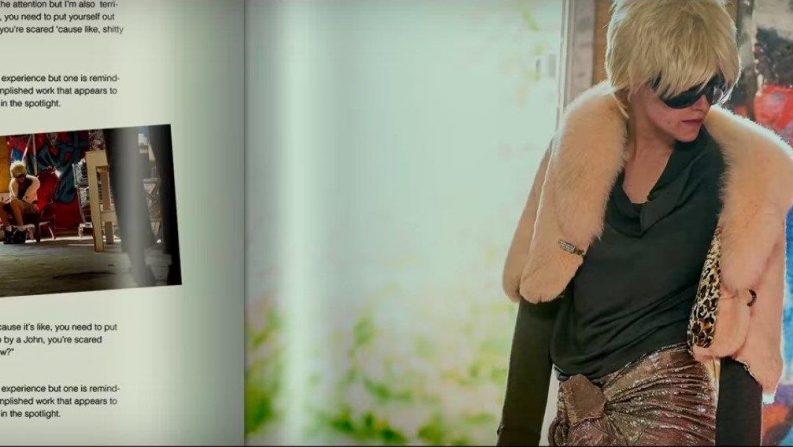 فیلم جاستین کلی که در سکانسهای ابتدائی با صدای راوی اول شخص لورا آغاز میشود در ادامه در سکانسهای اندکی نمایان میشود