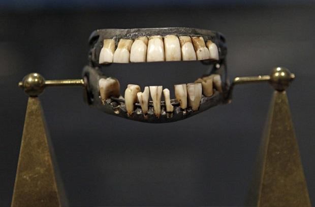 دندانهای جورج واشنگتن یکی از مرغوب ترین و مشهورترین دندان مصنوعیها در ایالت متحده امریکا بوده است.
