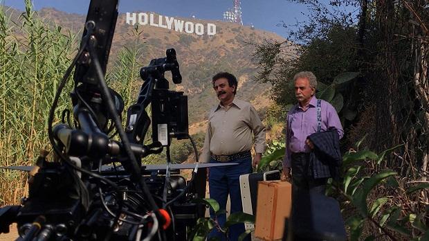 فیلم لس آنجلس تهران فیلمی که در آن دیالوگهای سطحی به بازیها و اتفاقات سطحی تر بدل شده است و هیچ نکتهی مثبتی برای مخاطب تشنهی خندیدن، آن هم در روزگاری که مصائب اقتصادی هر روز بیش از پیش کمر مخاطب را خم میکند، ندارد.