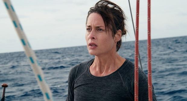 آنچه در فیلم Styx جالب توجه است این است که گارد ساحلی ایزا را از وقوع طوفانی قریب الوقوع و پیش بینی نشدهی طوفانی با سرعت بالا خبر میدهد و در مقابل خطر تهدید تعدادیی انسان بی گناه سکوت میکند.