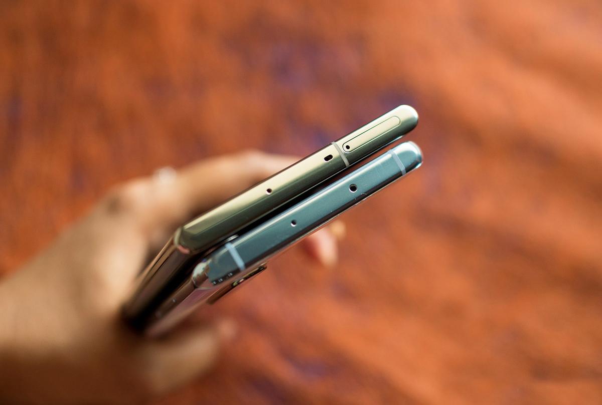 در مقایسه نوت 10 پلاس با P30 Pro باید گفت که هر دو گوشی فاقد جک هدفون 3.5 میلی متری هستند!