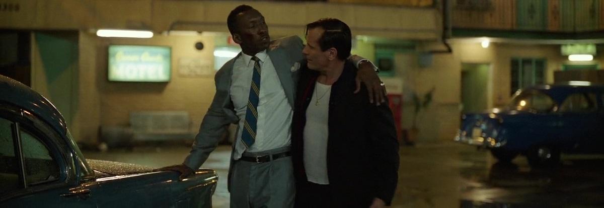 هر دو شخصیت تونی و دکتر شرلی در فیلم Green Book دو شخصیت کاملاً متضاد هستند که در بادی امر سازش ناپذیر به نظر میرسند.