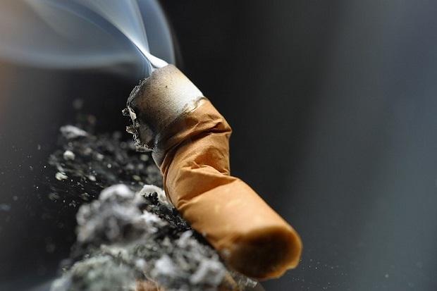 مصرف سیگار از مهم ترین دلایل زردی دندان است