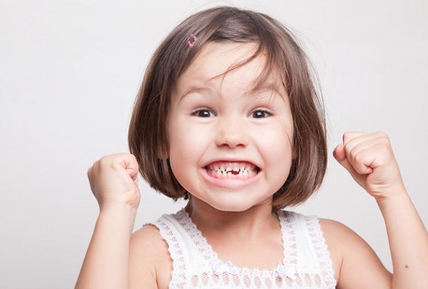 ریشه دندان شیری چندان محکم نیست با این حال در صورت نیاز باید عصب کشی شود.