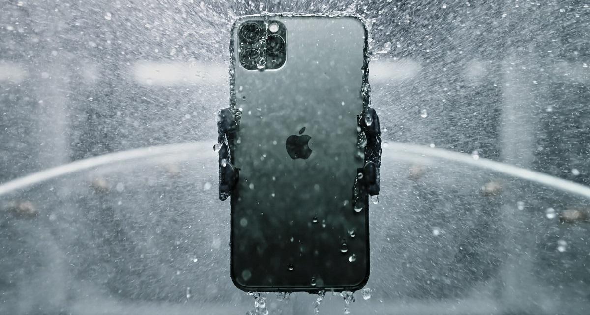 اپل با بزرگتر کردن باتری آیفون ۱۱ پرو مکس، ابعاد کلی دستگاه (مخصوصا ضخامت) را افزایش داده و آن را سنگین وزن تر از آیفون XS MAX ساخته است
