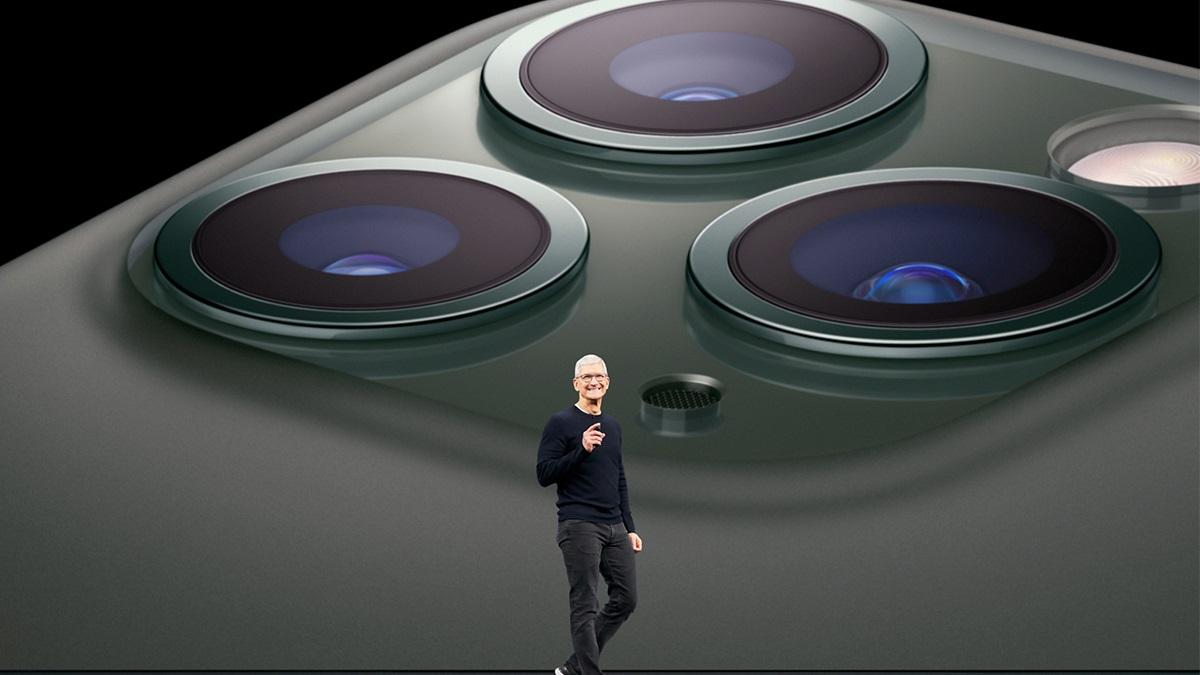 بدنهی آیفون ۱۱ پرو مکس از جنس شیشه ساخته شده و مثل گذشته، فریم دور گوشی از جنس استنلس استیل میباشد.
