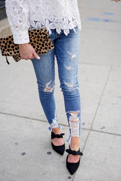 شلوارهایی که مچ پایتان را نمایان میکنند با میول هایی که به روی مچ پا بند دارند بسیار شکیل و زیبا میشوند