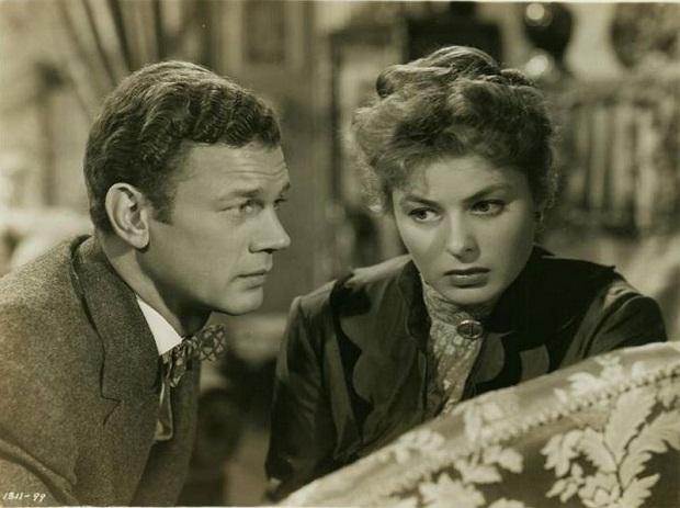 چراغ گاز علاوه بر اسکار بهترین بازیگر نقش زن، برنده اسکار بهترین کارگردان هنری برای سدریک گیبسون، ویلیلم فرای، پل هلدشینسکی و ادوین ب ویلمن نیز شد. همچنین اینگرید برگمن در جشن گلدن گلوب نیز جایزه بهترین بازیگر نقش اول زن را از آن خود کرد.