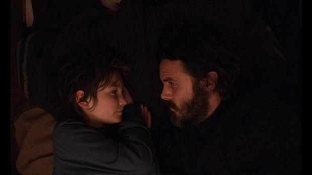 فیلم Light of My Life همچون همتای دیگرش Leave No Trace، نوعی زیست نامتعارف را نشانه میرود که در آن عشق، ارتباط و پیوندهای انسانیِ پدر/فرزندی مسئله است.