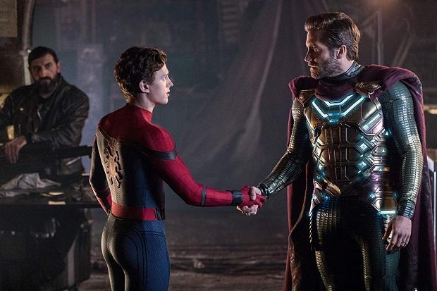 از آن جا که سرنوشت مرد عنکبوتی با مخاطرات گره خورده است، در ونیز با موجودی از جنس آب برخورد میکند که ویران کننده است.