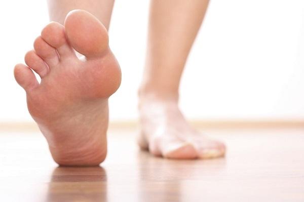 برای سلامتی پاهایتان بهتر است در هنگام خرید به جنس جورابها توجه کنید.
