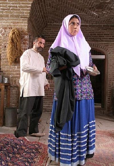 خانه پدری در سال ۱۳۸۹ ساخته شد و پس از سه سال توقیف، سرانجام در سال ۱۳۹۲ و در سی و دومین جشنواره فیلم فجر به نمایش در آمد.