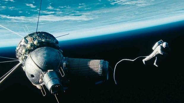 فیلم The Spacewalker تلاش برای زنده ماندن است. فضانوردان شجاع روسی از فضا و مخاطراتش جان سالم به در میبرند در حالی که گرفتای سرمای مرگبار جنگلهای زادگاهشان میشوند. این فیلم تحسین بی انتها بودن شجاعت انسان است.