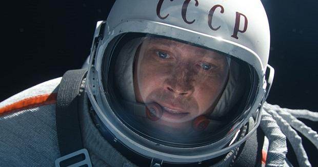 این فیلم داستان هیجان انگیز و واقعی نخستین راهپیمایی فضایی و شرایط مخاطره آمیز انسان به فضا که توسط اتحاد جماهیر شوروی کلید خورد و در نهایت در سال ۱۹۶۵ میلادی به نتیجه رسید را روایت میکند.