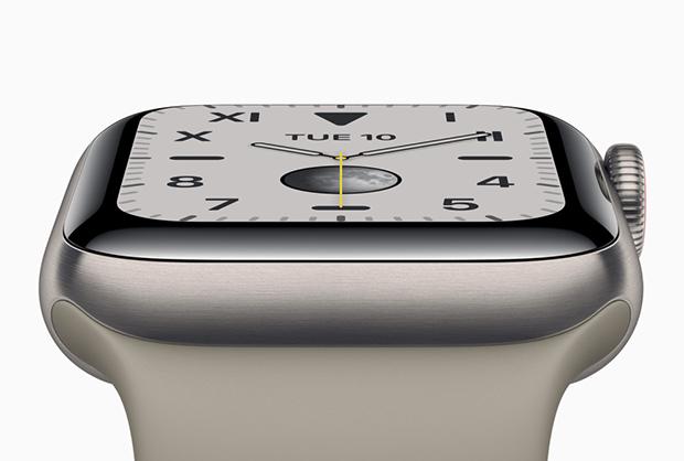 طراحی سری ۵ ساعتهای اپل از همان طراحی مستطیل شکل و چرخهی گرد لبهی آن تشکیل شده است ، و هیچ تفاوت اساسی در طراحی آن با نسل ۴ به چشم نمیخورد.