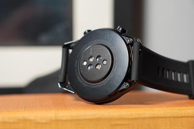 سنسور ضربان قلب در زیر صفحهی نمایشگر Watch GT 2