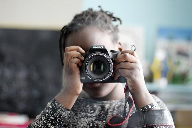آموزش عکاسی به کودکان میتواند بسیار مهم و ضروری باشد.