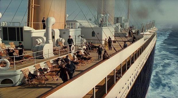 پس از اینکه کشتی اقیانوسپیمای تایتانیک در دهم آوریل ۱۹۱۲، با وزن شصتهزار تن و دویست و هفتاد متر طول، که از بلندترین آسمانخراش آن روزهای نیویورک بلندتر بود، به آب انداخته شد و چند روز بعد با ۲۲۴۳ نفر مسافر و خدمه، بر اثر برخورد با کوه یخ در اقیانوس اطلس به زیر آب فرو رفت